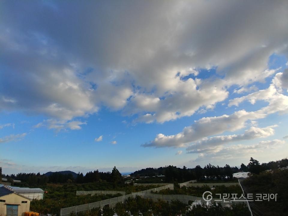 [날씨는 그린포스트] 17일 전국 가끔 구름 많아