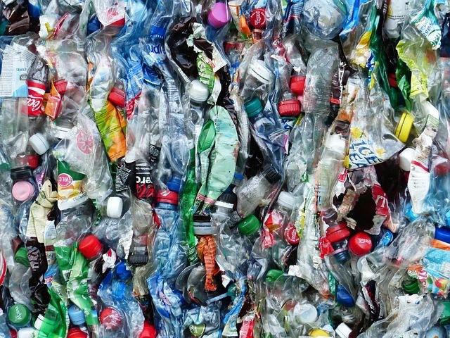 환경부가 2030년까지 모든 폐기물의 원칙적 수입금지를 목표로 수입량이 많은 10개 품목에 대한 수입금지·제한을 담은 로드맵을 마련했다. (픽사베이 제공)/그린포스트코리아