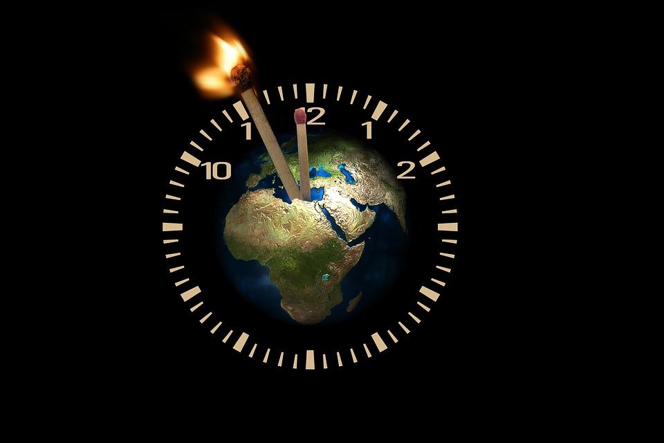 인류에게는 시간이 얼마나 남아있을까. 남은 시간을 되돌리기 위해 세계 각국은 지구 평균기온 상승을 1.5℃ 이하로 제한하도록 노력하자고 협의했다. 그게 파리협약의 요지다. (픽사베이 제공)/그린포스트코리아
