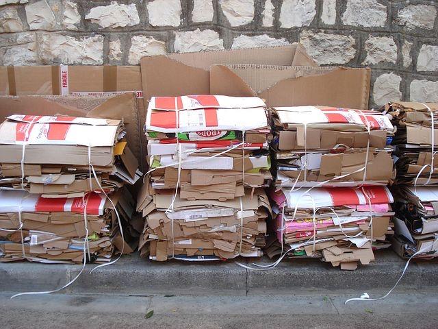 플라스틱 대체재로서 종이는 매력적인 요소가 많다. 탈 플라스틱을 향한 기업의 움직임만 보더라도 종이는 비닐을 비롯한 플라스틱 자리를 채울 첫 번째 대안으로 보인다. 그런데 종이 역시 나무라는 자원을 기반으로 만들어진다. 유한자원을 사용하는 종이, 과연 어디까지 친환경적일 수 있을까? (픽사베이 제공)/그린포스트코리아